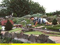 """SWR Fernsehen EISENBAHN-ROMANTIK FOLGE 479, """"Die Kaiserspur - Modellbahngeschichten in Spur II"""", am Donnerstag (11.09.14) um 14:15 Uhr. Zu Besuch bei einer der Gartenbahnanlagen, hier von Peter Wanke, in denen selbst die Vegetation im Maßstab 1:22,5 wächst. – © SWR"""