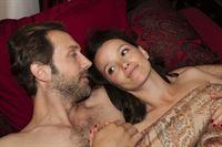 Jenny (Kaja Schmidt-Tychsen) und Erik (Alexander Wüst) feiern ihre Versöhnung im Bett. – © RTL / Kai Schulz