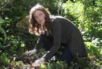 Die Frau im Garten (Staffel 1, Folge 13) – © RTL