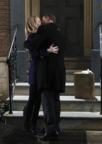 Nachdem Christine (Megan Dodds) die Entführung gut überstanden hat, steht Det. Mac Taylor (Gary Sinise) vor einem wichtigem Schritt... Aber wird Mac den Gang zum Traualtar wirklich wagen? – © VOX