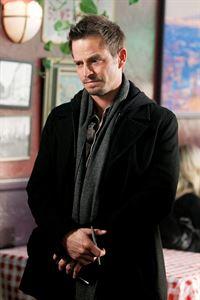 Danny Messers (Carmine Giovinazzo) Ermittlungen führen ihn in eine Pizzeria. – © VOX