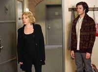 Die Vergangenheit holt Nick und Jess ein, indem ihre Exfreunde Caroline (Mary Elizabeth Ellis, l.) und Berkley (Adam Brody, r.) auftauchen. – © ORF eins