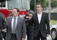 Lionel Fusco (Kevin Chapman, l.) und John Reese (Jim Caviezel) – © RTL Crime