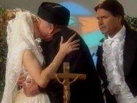 """Tohu-Altar: """"Der erste Kuss gehört der Braut..."""""""