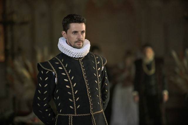 Matthew (Matthew Goode) muss sich vor der Königin verantworten.