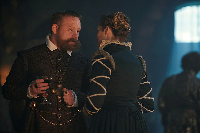"""Der Kaiser (Michael Jibson) hat Gefallen an Diana (Teresa Palmer) gefunden. (""""A Discovery of Witches"""" 2x07, Februar 2021, Sky One)."""