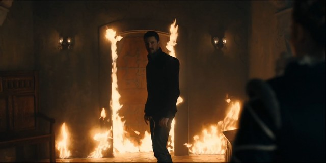 Zwischen Matthew (Matthew Goode) und Diana (Teresa Palmer) entbrennt ein hitziger Streit.