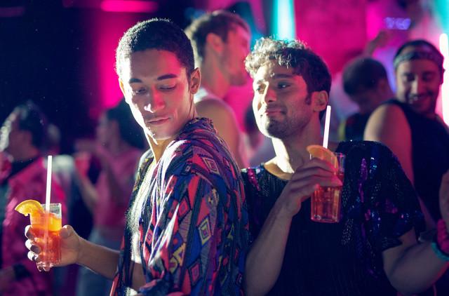 Vince (Benito Bause, l.) und Levo (Arash Marandi, r.) im Berliner Nachtleben