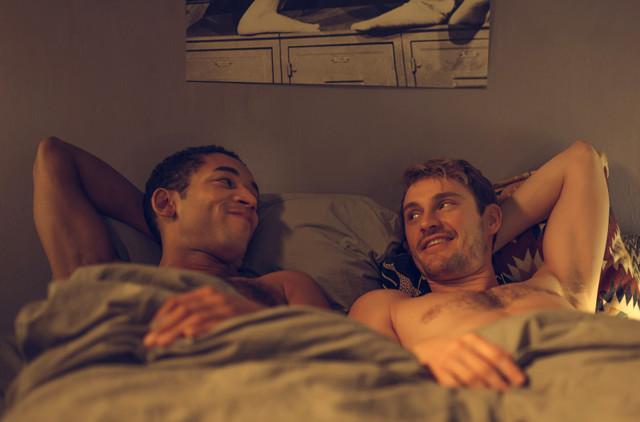 Vince (Benito Bause, l.) und Robbie (Frédéric Brossier, r.) im Gefühlschaos einer noch frischen Beziehung