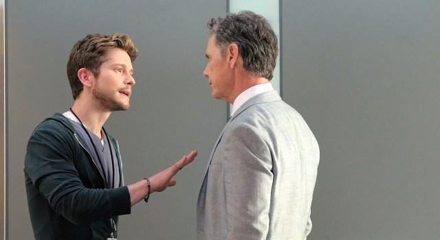 Zwischen Conrad Hawkins (Matt Czuchry) und Dr. Randolph Bell (Bruce Greenwood) fliegen häufig die Fetzen