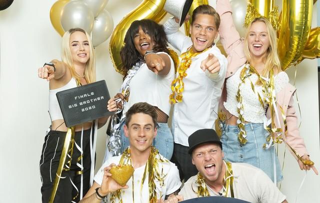Die Finalisten: oben: Gina, Vanessa, Cedric, Rebecca; unten: Pat, Philipp