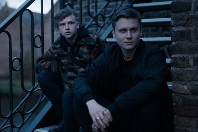"""Jenny (Sinje Irslinger, l.) und Konstantin (Rafael Gareisen, r.) in """"Breaking Even"""""""