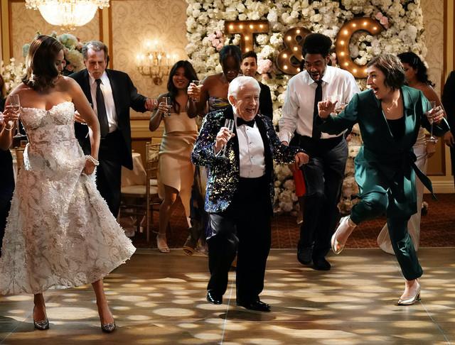 Line Dancing auf dem Etepetete-Fest: Kat und Phil (Leslie Jordan, M.) machen sich lustvoll lächerlich.