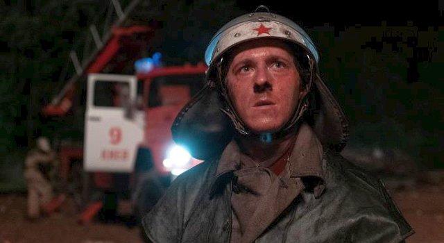 Feuerwehrmann Vasily (Adam Nagaitis).