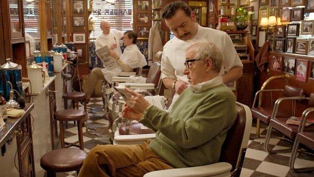 """""""Ein bisschen wie James Dean, bitte"""" - Woody Allen beim Friseur in """"Crisis in Six Scenes"""""""
