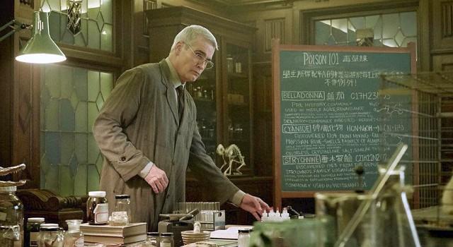 Multitalent Henry Rollins darf als Lehrer Jürgen Denke über Gifte unterrichten