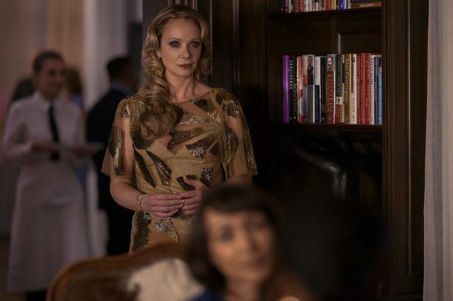 Party fürs Image: Schulleiterin Dubois (Lauren Holly) versucht vom Skandal um die im Koma liegende Elevin abzulenken.