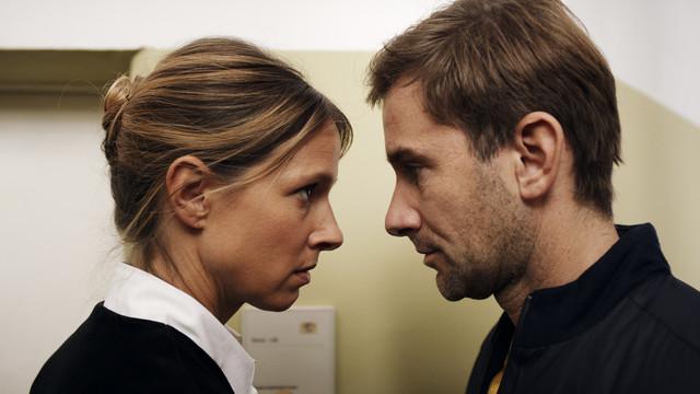 Richterin Dr. Julia Kellermann (Lisa Bitter) und Schöffe Charlie Menzinger (Markus Stoll) sind nicht immer einer Meinung.