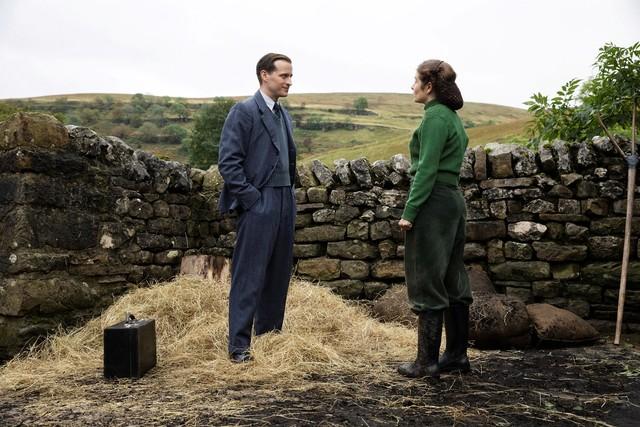 Funken fliegen: James Herriot (Nicholas Ralph) und Helen Alderson (Rachel Shenton)