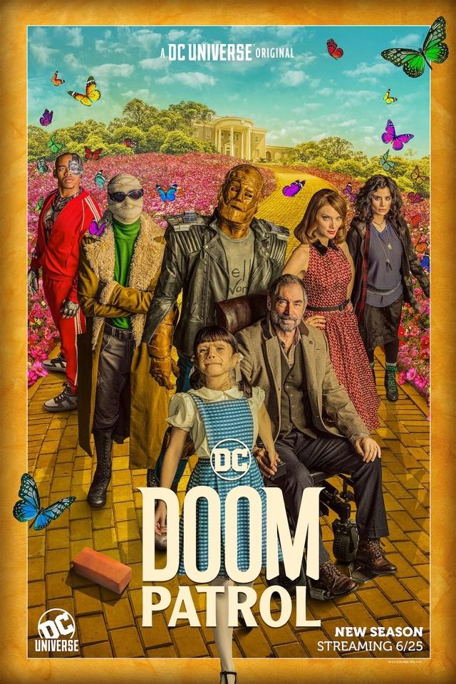 """Passend zu """"Dorothy"""" lehnt sich das Poster zur zweiten Staffel von """"Doom Patrol"""" an die Geschichte von """"Der Zauberer von Oz"""" an, zu sehen ist die 'Yellow Brick Road'"""