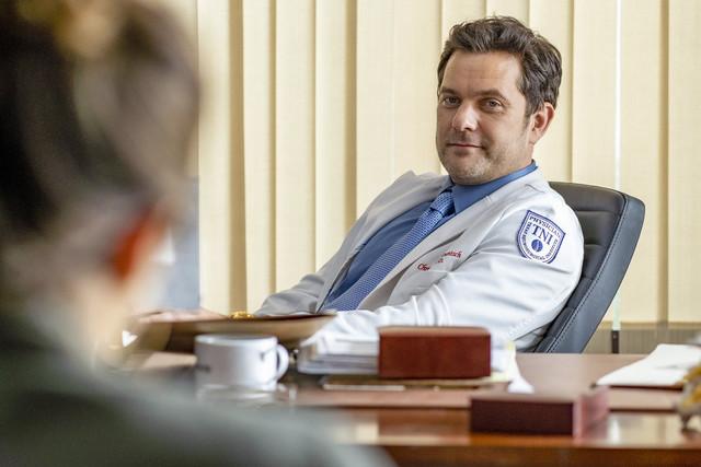 Dr. Christopher Duntsch (Joshua Jackson) fühlt sich überlegen.