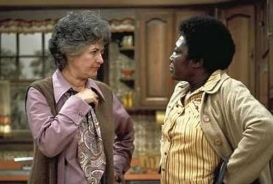 """Beatrice Arthur (l.) und Esther Rolle (r.) in der Kult-Sitcom """"Maude"""""""