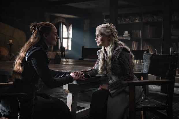 Sansa (Sophie Turner) und Daenerys (Emilia Clarke) nähern sich an.