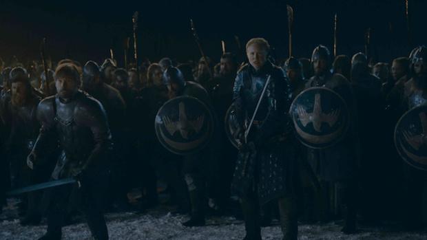 Jaime (Nikolaj Coster-Waldau) und Brienne (Gwendoline Christie) beobachten mit Entsetzen den Kampf zwischen den Dothraki und den Untoten.