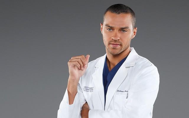 """Jesse Williams war zwölf Jahre lang als Hauptdarsteller bei """"Grey's Anatomy"""" in der Hauptrolle als Dr. Jackson Avery an Bord."""