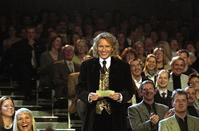 Thomas Gottschalk bei der Präsentation der Vorschläge für die Saalwette am 17. Februar 2001 in Göttingen