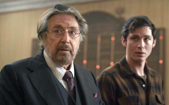 "Meyer Offerman (Al Pacino) mit Jonah Heidelbaum (Logan Lerman) in ""Hunters""."