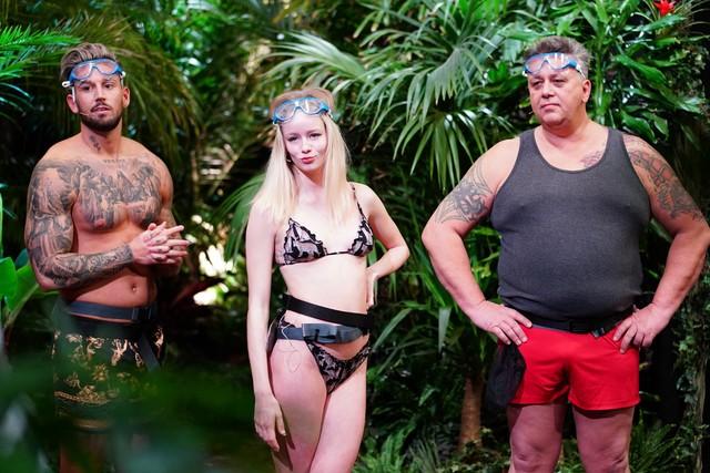 Mike Heiter, Zoe Saip und Frank Fussbroich stellen sich der ersten Dschungelprüfung im Studio.