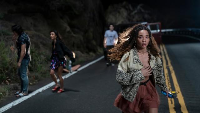 Von links nach rechts: Johnny (Sebastian Amoruso), Margot (Brianne Tju), Dylan (Ezekiel Goodman) und Riley (Ashley Moore) sind nach dem Unfall durch den Wind.