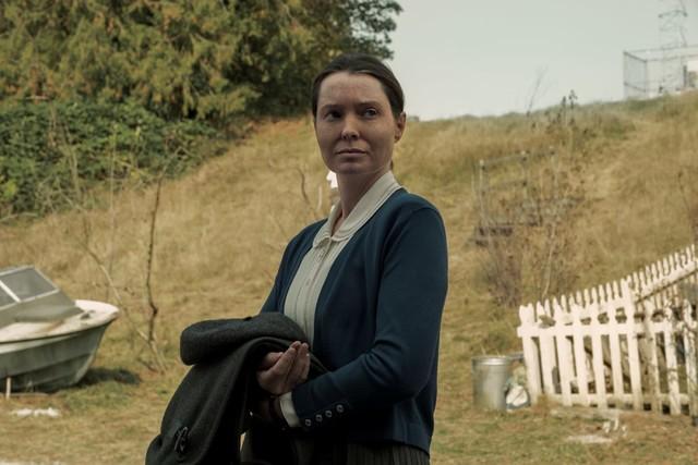 Streng wacht Bev Keane (Samantha Sloyan) über die Frömmigkeit der Inselbewohner.
