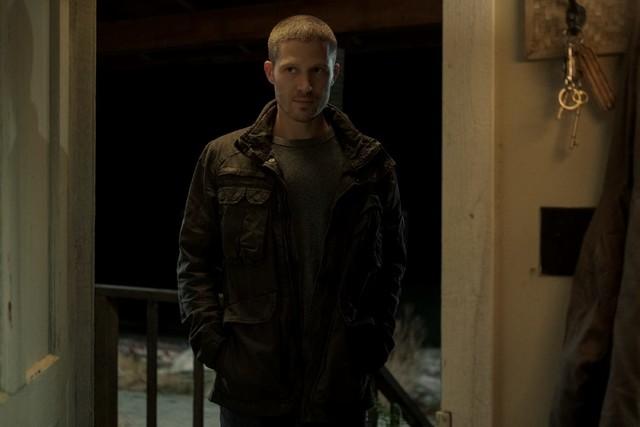 Widerwillig zieht es Riley Flynn (Zach Gilford) in seine alte Heimat.