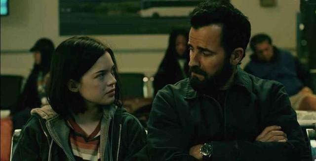 Dina (Logan Polish) und ihr Vater Allie (Justin Theroux) sind nicht immer einer Meinung.