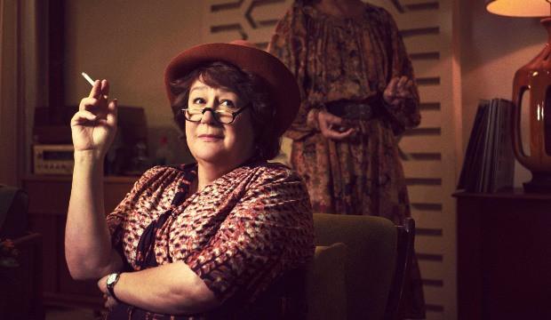 Margo Martindale als Bella Abzug.