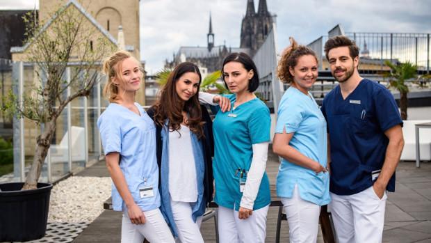 Eine bunte Truppe: Valerie Huber als Kiki, Sila Sahin als Samira, Mimi Fiedler als Nora, Ines Quermann als Ella und Nassim Avat als Karim