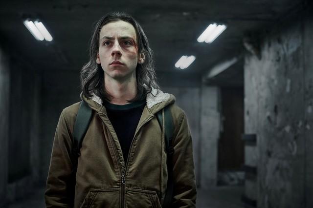 "Protagonist Juri (Tristan Göbel) in ""Hausen"""