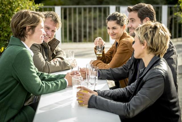 Die neue Teamchefhin Helena Jung (Sonja Baum, l.) trifft auf ihre neuen Kollegen.