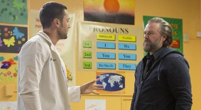 """Goodwin (Ryan Eggold) zu Frome (Tyler Labine): """"Wenn Sie ihr nicht als Arzt helfen können ... helfen Sie ihr als Mensch!"""""""