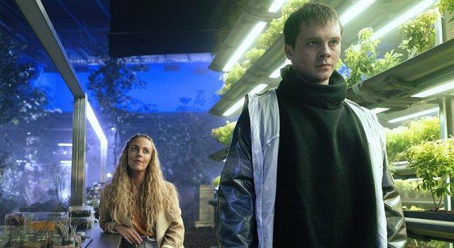 """Miranda Raison als Tessia und Sam Strike als Thale in """"Nightflyers"""""""