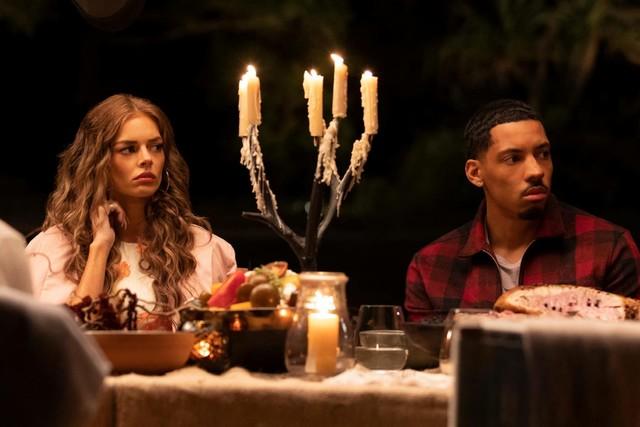 Jessica (Samara Weaving) und Ehemann Ben (Melvin Gregg) wollen wieder zueinander finden.