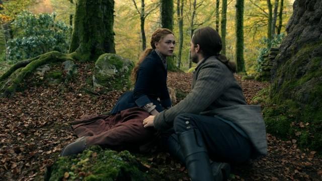 Für Brianna (Sophie Skelton) und Roger (Richard Rankin) nimmt die Reise eine unerwartete Wendung.