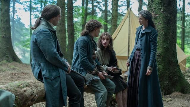 Claire (Caitriona Balfe) und Jamie (Sam Heughan) wollen den Zwillingen helfen.
