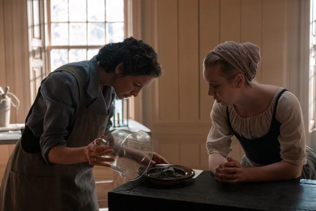Claire (Caitriona Balfe) und Marsali (Lauren Lyle) gelingt ein medizinischer Durchbruch.