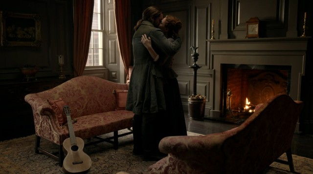 Brianna (Sophie Skelton) und Roger (Richard Rankin) müssen sich verabschieden.