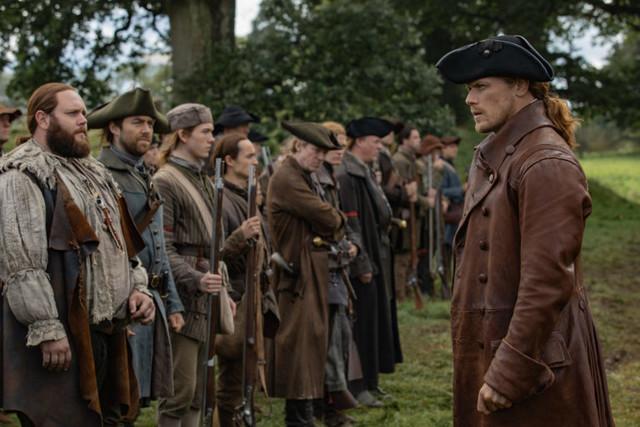 Jamie (Sam Heughan) bereitet seine Männer auf die Schlacht vor.