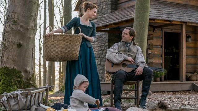Brianna (Sophie Skelton) und Roger (Richard Rankin) haben ihr Glück auf Fraser's Ridge gefunden.