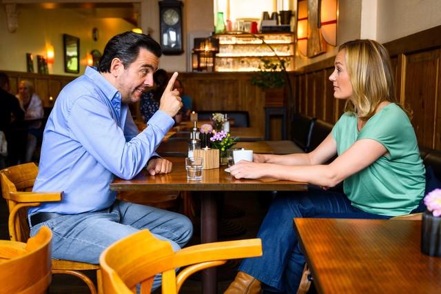 Bastian unterbreitet Anne einen delikaten Vorschlag.